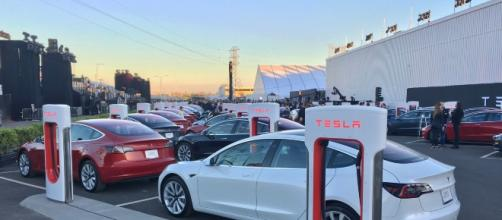 Tesla Model 3 production issues worry experts and consumers alike. (Image Credit: Steve Jurvetson/Wikipedia)