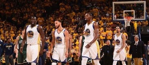 With the regular season starting, the Golden State Warriors are leading the odds to win the NBA Championship. [Image via NBA/YouTube]