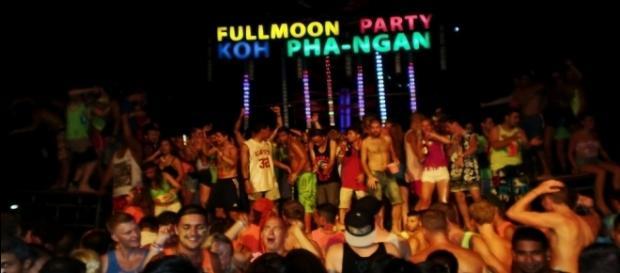 Fullmoon schedule 2015-2016 - fullmoon party Thailand - maehaadbayresort.com