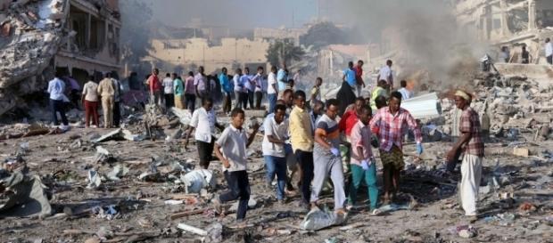 Habitantes da Somália após atentado