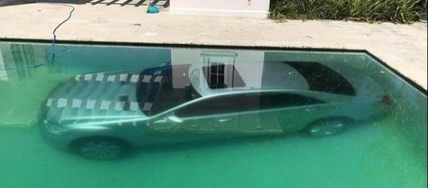 Namorada vingativa joga carro de ex na piscina (Foto: Arquivo pessoal/Guy Gentille)