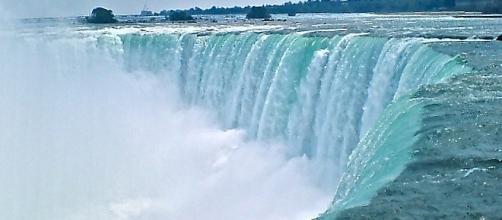 Boy falls over Horseshow Falls at Niagara Falls but survives [Image: commons.wikimedia.org]