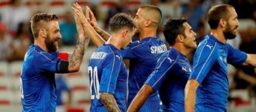 Gli azzurri esultano dopo un gol, una scena che ci auguriamo di rivedere il prossimo novembre
