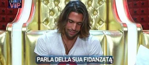 Luca brucia la lettera inviata da Soleil al GF Vip