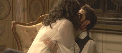 Notte di passione tra Hernando e Lucia