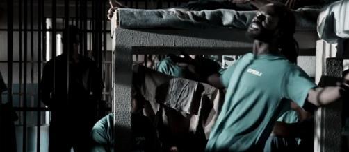 O chefe do tráfico ainda aconselhou Rubinho sobre Bibi (Foto: Reprodução/TV Globo)