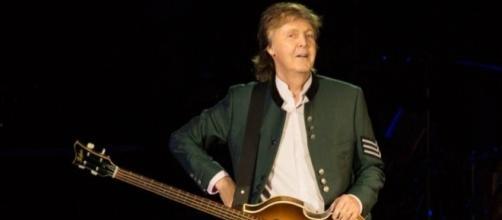 Paul, na estreia da turnê, em Porto Alegre-RS (foto: Marcos Hermes/T4F)