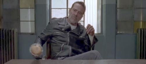 The Walking Dead : Jeffrey Dean Morgan promet aux fans une saison encore plus sanglante