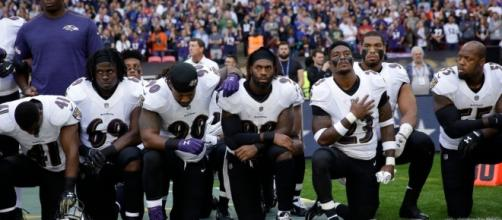 When black NFL players kneel during the national anthem, they are protesting the White House. [Image credit: YouTube/Wochit News.]