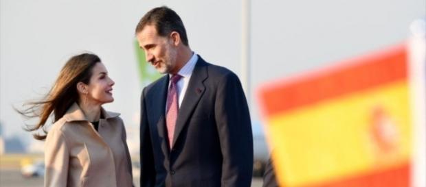 Felipe y Letizia hablando animadamente