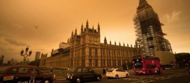 Fenômeno tingiu o céu do Grã-Bretanha de cores fantasmagóricas
