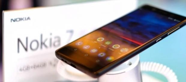 HMD Global has announced the brand spanking new Nokia 7 packed with an array of awe-inspiring features - TechDroider/YouTube