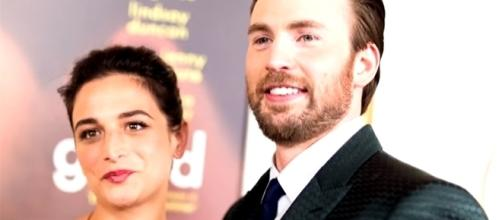 Former couple Jenny Slate and Chris Evans have been spotted going out together. (Entertainment Tonight/YouTube)
