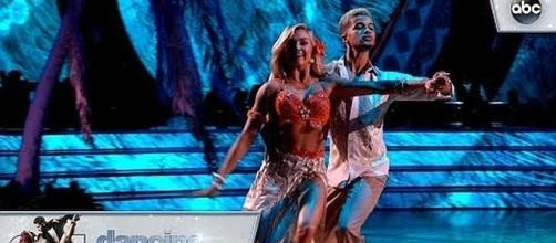 Jordan Fisher and Lindsay Arnold receive perfect score [Image Credit: Dancing with the Stars/YouTube]