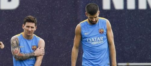 Lionel Messi plays joke on Gerard Pique in training | GiveMeSport - givemesport.com