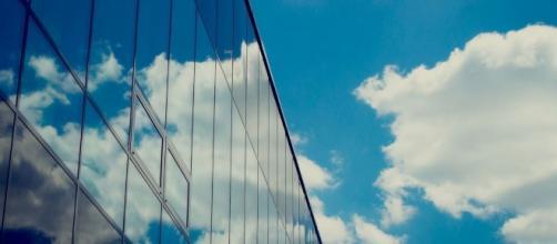 Pronto las ventanas de edificios podrán funcionar como paneles solares.