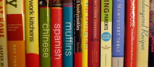 Rack of books / Lori L. Stalteri via Flickr