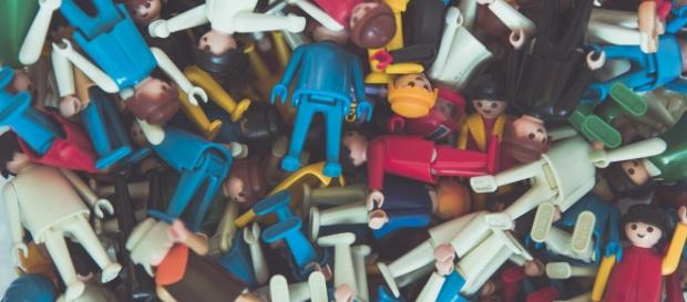 http://freeforcommercialuse.net/portfolio/toy-playmobil-figures/ by Markus Spiske
