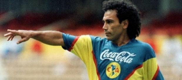Hugo Sánchez durante su etapa como futbolista del Club América