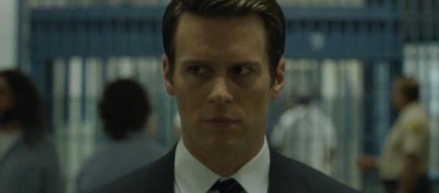 "Jonathan Groff profiles serial killers in ""Mindhunter"" from Netflix. ~ (Image Credit: Netflix/YouTube)"