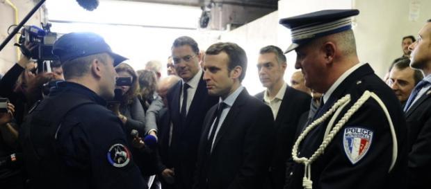 Macron s'en prend aux propositions de Fillon sur la sécurité et ... - rfi.fr