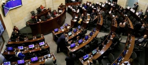 Seis horas de acalorado debate en el Congreso sobre corrupción.