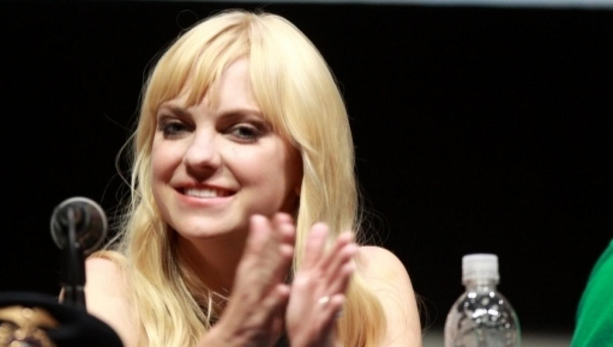 Is Anna Faris dating Michael Barrett after separation from