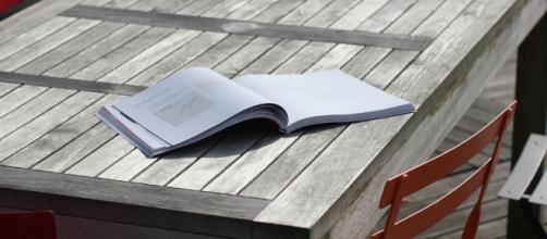 A book on a table / Sebastien Wiertz via Flickr