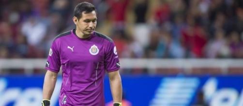 El arquero mexicano Rodolfo Cota fue el culpable de la derrota de Chivas en el Clásico
