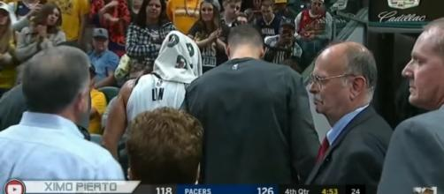 Jeremy Lin is feared to have a serious knee injury - Ximo' Blog/YouTube