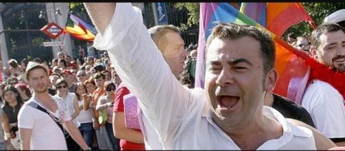 Jorge Javier Vázquez gritando en la calle