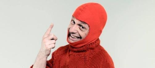 Marco Della Nece, capocomico della Ferrari a Zelig è costretto a vivere in un'auto