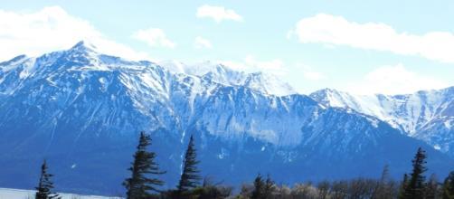 Mountains off of Alyeska Highway. [Image Credit: David Housley]