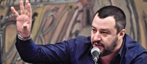 Salvini contro il Governo, l'uscita a 67 è follia.