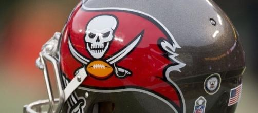 Tampa Bay Buccaneers Helmet | Buccaneers at Redskins 11/16/1… | Flickr - flickr.com