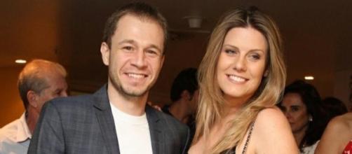 Tiago Leifert, apresentador do BBB e sua esposa, Diana Garbin. Diana superou a dismorfia corporal