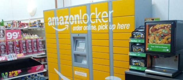 Amazon Locker at Baltoro, 345 West 42nd st, Manhattan NYC by Adam Matan/Wikimedia Commons