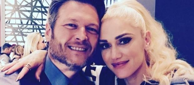 Blake Shelton poses with girlfriend Gwen Stefani. [Photo via Instagram]