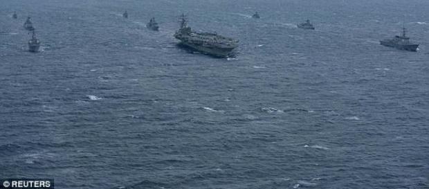 Marina SUA desfășoară manevre militare la granița maritimă cu Coreea de Nord în zonă fiind portavionul USS Ronald Reagan - Foto: Daily Mail