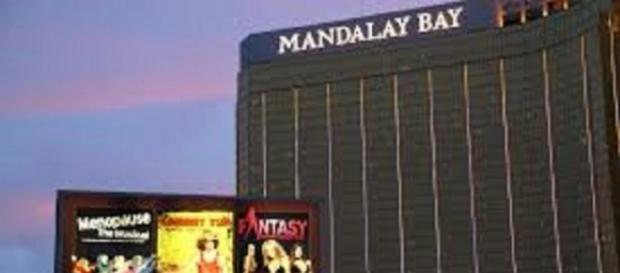 The Mandalay Bay Hotel/ Photo courtesy of File:2012.10.05.18290, WikiMediaCommons