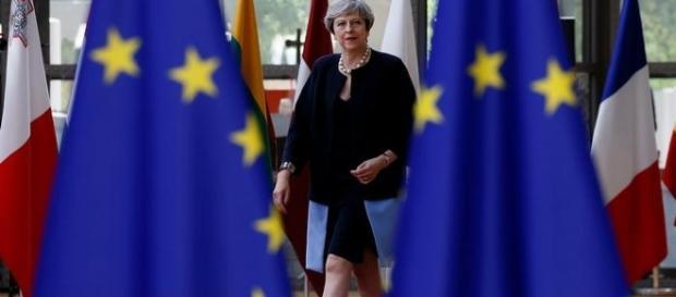 Theresa May face angajamente față de cetățenii UE în încercarea de a debloca negocierile Brexit