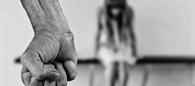 Juiz julga pela Bíblia e considera adultério desculpa para violência doméstica