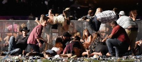Público se desespera ao tentar se salvar dos tiros