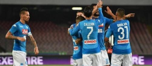 3-0 al San Paolo contro il Cagliari e punteggio pieno.