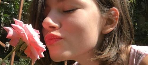 """Alaskan Bush People"" daughter Rainy Brown enjoys flowers (Rainly Brown / Instagram)"