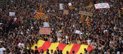 Após os atos de violência, separatistas exigem a independência da Catalunha