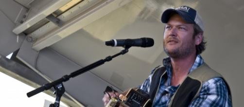 """Blake Shelton gets candid about Luke Bryan's decision to join """"American Idol"""" reboot. (Image Credit: Nellis/Youtube)"""