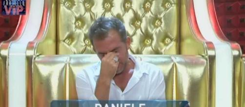 Daniele Bossari piange in confessionale al GF Vip 2
