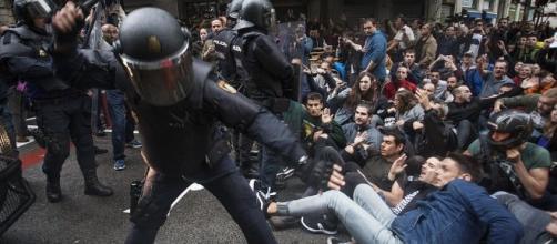 FOTOS | Cargas policiales para impedir que se vote en el ... - eldiario.es