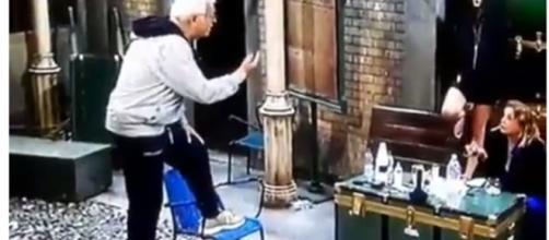 Gf Vip, pernacchie contro Simona Izzo: lite tra gli inquilini - today.it